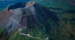 На фото можно видеть Вулкан - Везувий